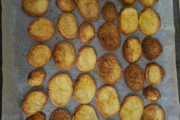 פרוסות תפוחי אדמה קריספים במיוחד בתנור